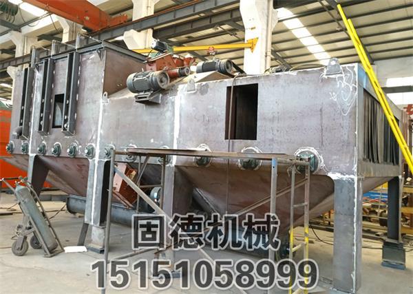 钢板型钢型材抛丸机8抛头通过式抛丸机主机制作完工,施工现场如图