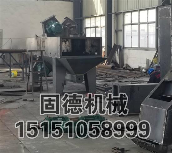 广东揭阳通过式抛丸机用于钢棒抛丸除锈除氧化皮,4个11kw抛丸器,车间组装中